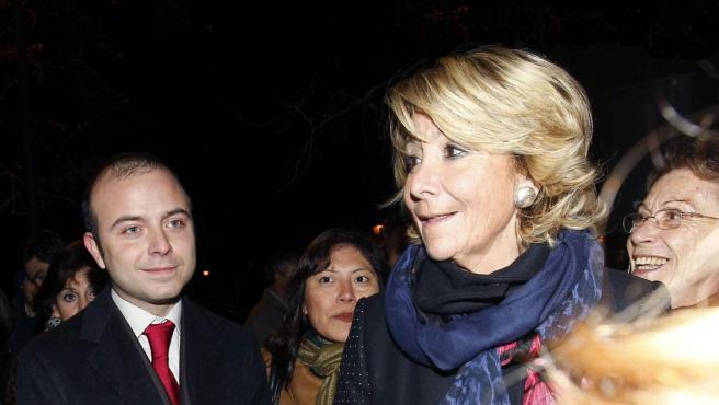 Carromero junto a la presidenta Esperanza Aguirre en una de sus pocas apariciones públicas desde que saliera de la cárcel de Segovia.