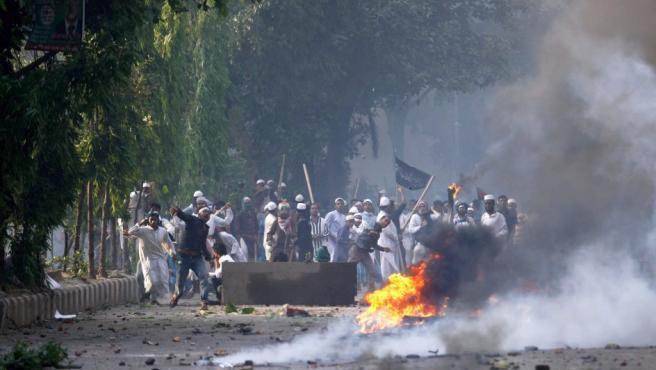 Los disturbios islamistas en Dacca dejan varios muertos y numerosos heridos.