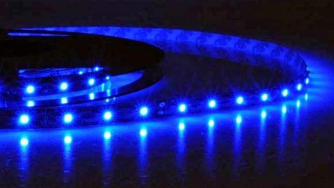 Una tira de luces LED es plástica, decorativa y eficaz.