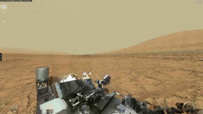 Panorámica de Marte a vista de suelo, lograda gracias a las imágenes del robot Curiosity de la NASA.