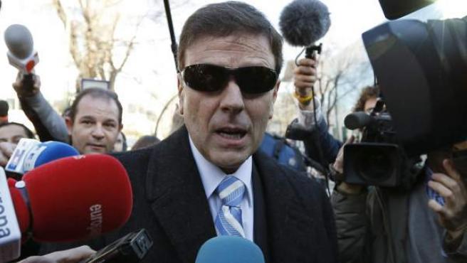 Eufemiano Fuentes atiende a los medios durante el juicio por la Operación Puerto.