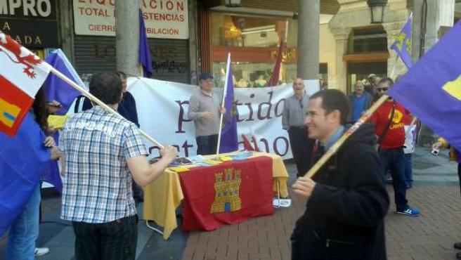 Participantes en la concentración del PCAS en Valladolid.
