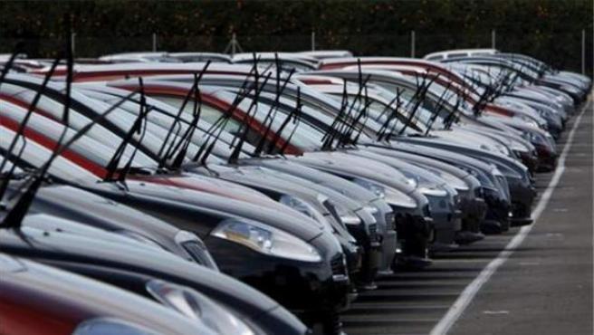 Una hilera de coches usados a la venta en una imagen de archivo.