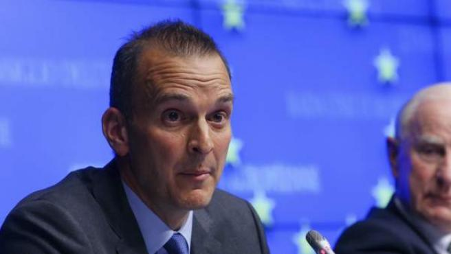 Travis Tygart, director de la Agencia Antidopaje de Estados Unidos (USADA en sus siglas en inglés), realiza unas valoraciones para la prensa tras una reunión de los ministros europeos de Deporte celebrada en Bruselas (Bélgica).