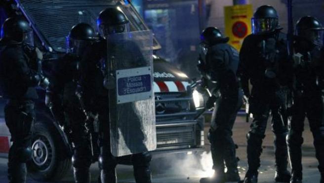 Antidisturbios a punto de cargar en Barcelona
