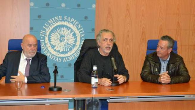El director Fernando Trueba en una charla