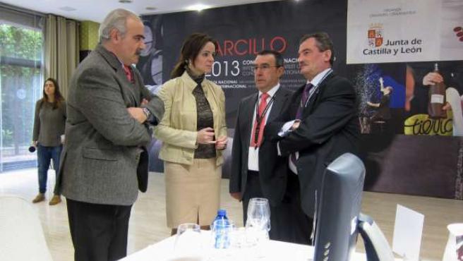 Silvia Clemente visita las catas de los Premios Zarcillo