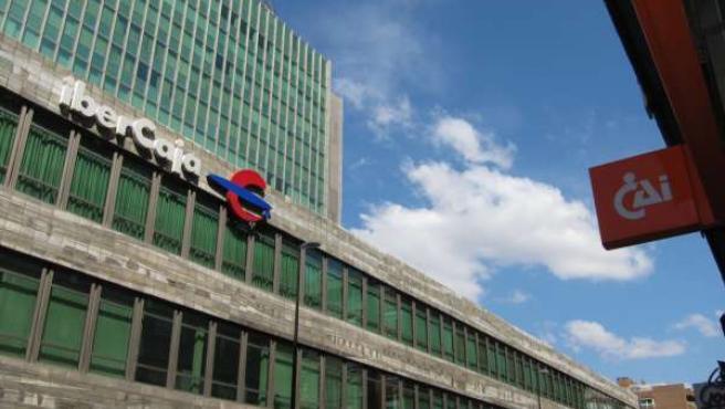 Sede Central De Ibercaja Y Cartel Oficina De Caja Inmaculada (CAI) En Zaragoza