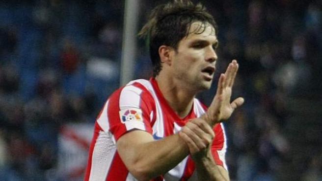 Diego Ribas, mediapunta del Atlético, celebra su gol ante el Levante (ARCHIVO).