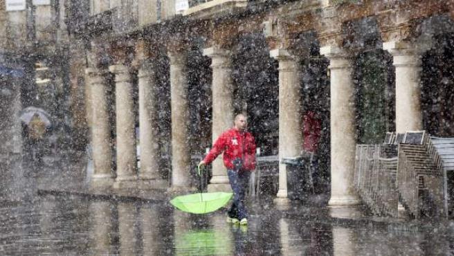 Tormenta de nieve en la Plaza del Torico en Teruel.