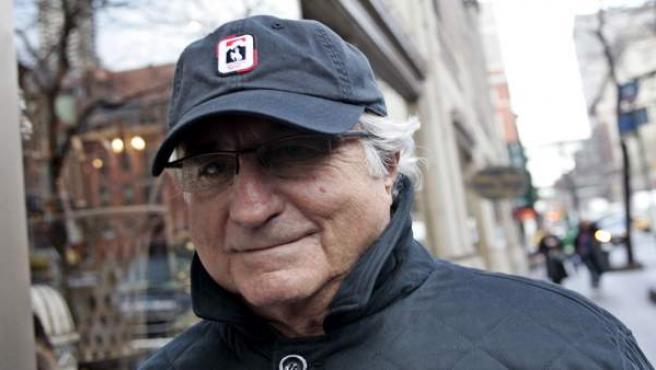 Bernard Madoff protagonizó el mayor fraude ideado por una sola persona. El fraude alcanzó los 50.000 millones de dólares.El 29 de junio de 2009 fue sentenciado a 150 años de prisión.