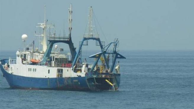 La Armada intercepta un buque con banderas de Togo en la costa de Málaga.