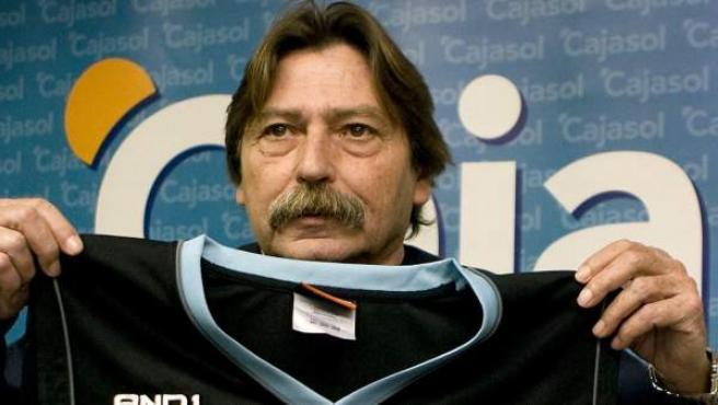 Manel Comas, en una imagen de archivo como entrenador del Cajaso en 2008.