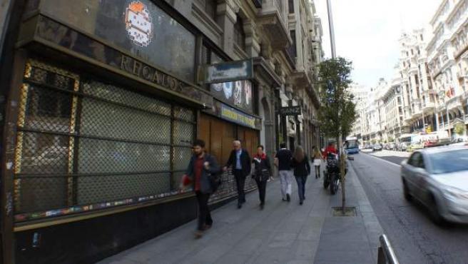 Local cerrado que albergaba la tienda tradicional de regalos Samaral, en el número 7 de la Gran Vía.