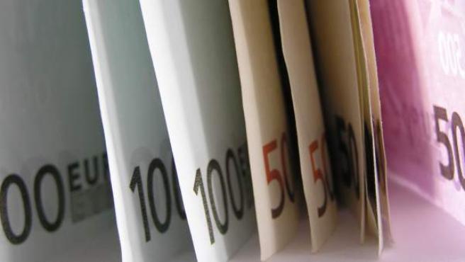 Varios billetes de euro.
