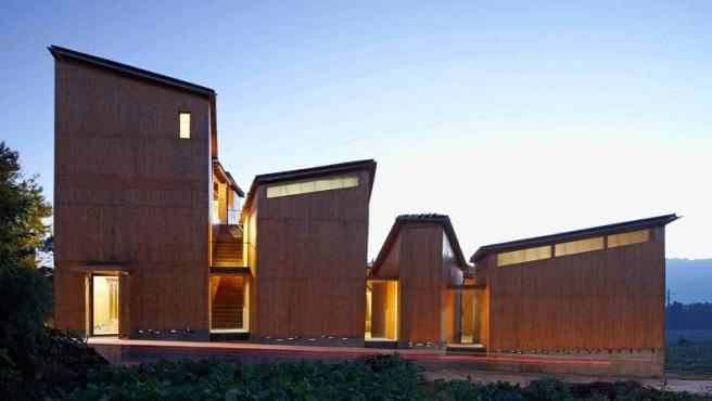 Museo de la Artesanía del Papel en el pueblo de Xinzhuang (China). El arquitecto Hua Li se inspiró en las técnicas tradicionales del plegado del papel de los artesanos locales
