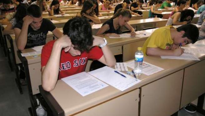 Alumnos Se Examinan De Selectividad En La UAL