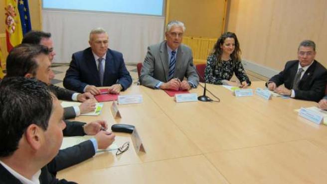 Antonio Suárez firma convenios de colaboración con las 32 comarcas aragonesas