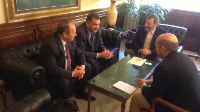 Juan Lillo, en la reunión con el cónsul de Rumanía en Sevilla.