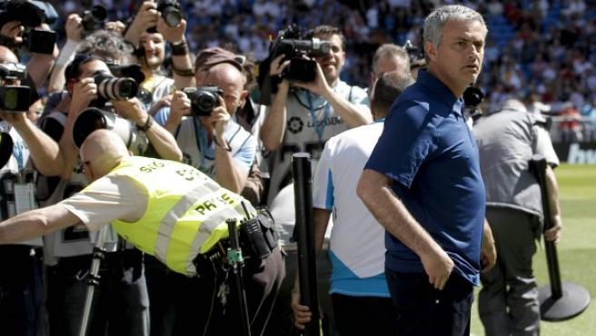 Mourinho, en la banda.