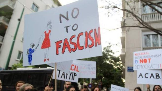Las protestas en Turquía contra el Gobierno de Erdogan ya han causado dos muertos y más de 1.000 heridos, según Amnistía Internacional.