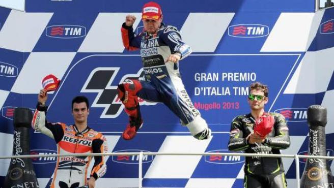 El piloto balear de Yamaha Jorge Lorenzo celebra su victoria en el GP de Italia.