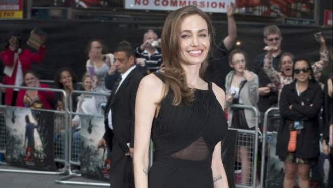 La actriz Angelina Jolie ha reaparecido en el estreno de 'World War Z' tras revelar que se sometió a una doble mastectomía.