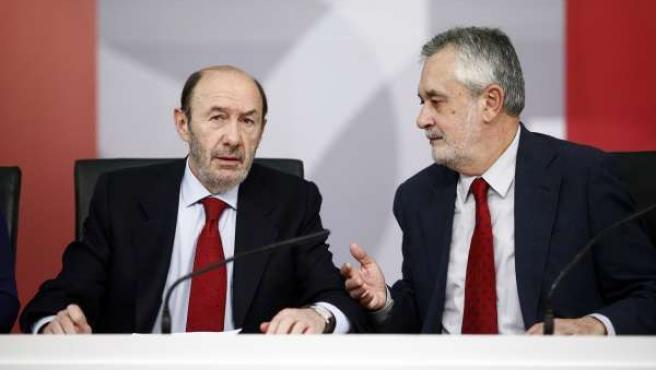 Rubalcaba junto a Griñan en la Comisión Ejecutiva Federal del PSOE