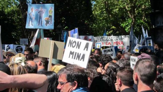 Manifestación en Santiago contra megaminería