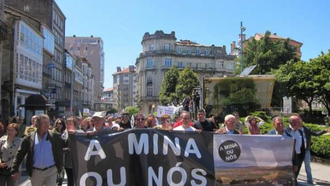 Manifestación en contra de la megaminería en Santiago de Compostela