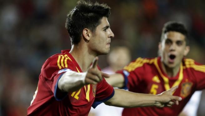 Morata celebra el gol que da la victoria a España ante Rusia en su debut en el Europeo sub-21.