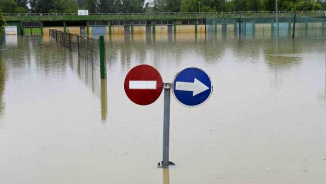 La zona del Club Deportivo Amaya en Burlada completamente anegada por el agua.