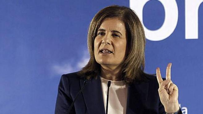 La ministra de Empleo, Fátima Báñez, en la clausura de la Escuela de Verano del PP en Cádiz.