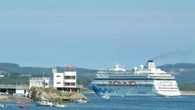 Barco Crucero En Santander