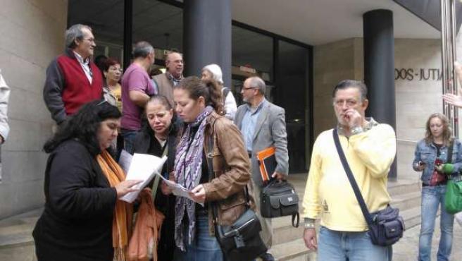 Ángela Pons de la PAH informa sobre el escrito suspensión de los procesos