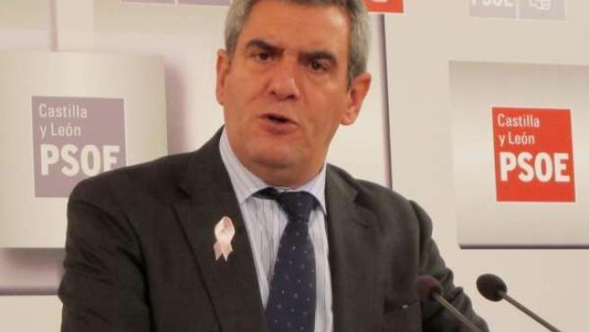 Julio Villarrubia, secretario del PSCL.