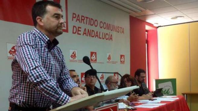Antonio Maíllo en la sede del PCA en Sevilla