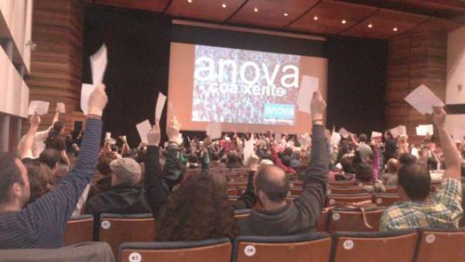 La asamblea de Anova elige a Beiras por unanimidad y a mano alzada