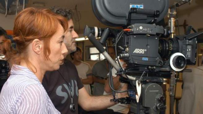 La directora de cine Gracia Querejeta durante el rodaje de su quinta película, 'Siete mesas (de billar francés)'.