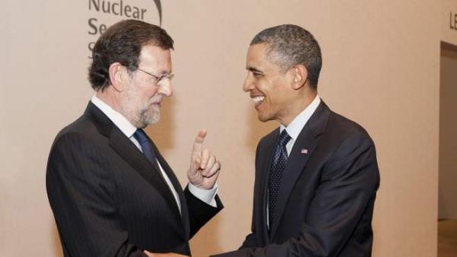 Saludo entre el presidente del Ejecutivo español, Mariano Rajoy, y el mandatario estadounidense, Barack Obama, en Seúl.