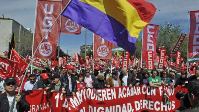 Imagen de la manifestación central de Andalucía del Primero de Mayo que se ha celebrado en Granada, con la participación de unas 2.000 personas.
