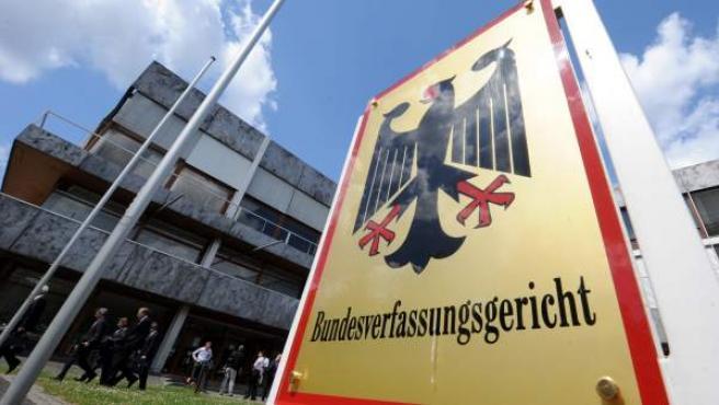 Imagen de archivo que muestra la entrada del Tribunal Constitucional alemán en Karlsruhe, Alemania.