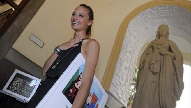 La actriz protagonista de 'Isabel', Michelle Jenner, durante la presentación del rodaje de la serie que se llevará a cabo en la Alhambra de Granada.