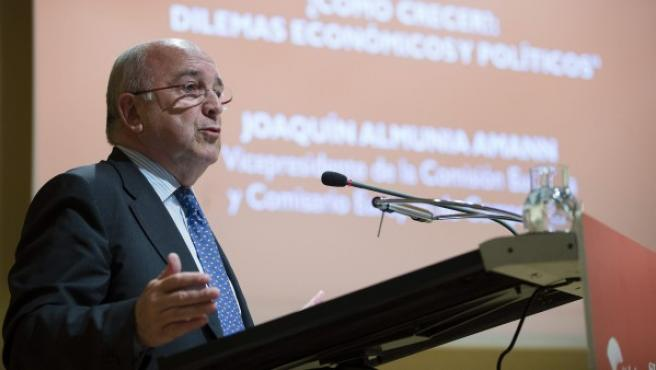 El vicepresidente de la Comisión Europea, Joaquín Almunia, durante una conferencia.