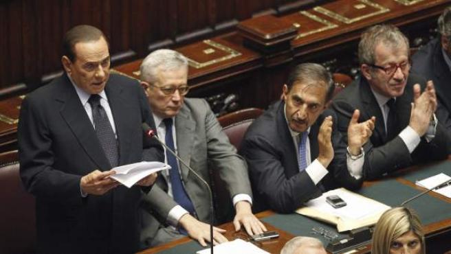 Una imagen tomada durante una sesión del Parlamento en Roma, Italia, en la que aparece Silvio Berlusconi (izda).