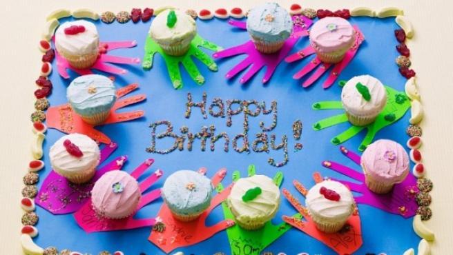 Imagen de archivo de una tarta de cumpleaños.