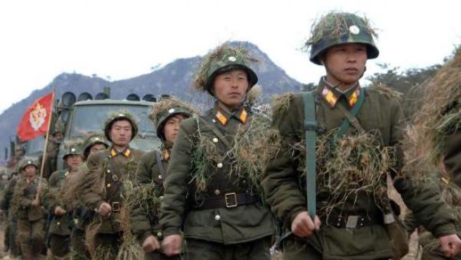 Imagen sin fechar de soldados de Corea del Norte, durante un ejercicio militar.