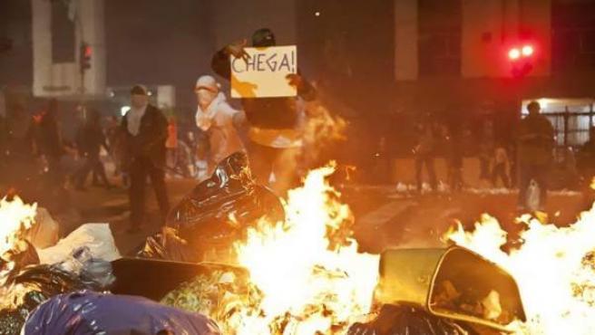 Uno de los cerca de 5.000 manifestantes, según cifras oficiales, que tomaron el 13 de junio de 2013 las calles de Sao Paulo, en protesta por el aumento de los precios del transporte público.