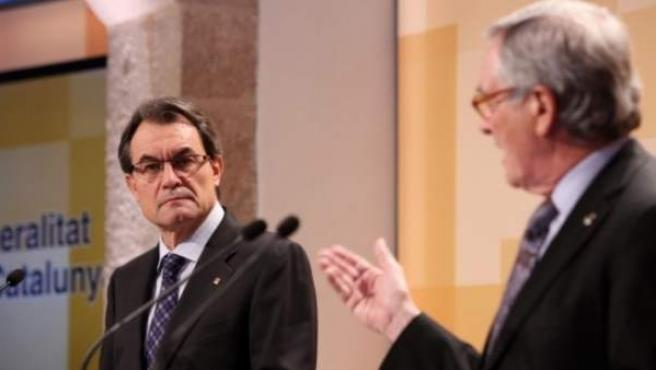 El president de la Generalitat, Artur Mas, junto a Xavier Trias, alcalde de Barcelona en una comparecencia conjunta en enero en el Palau de la Generalitat.
