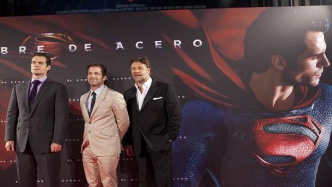 Henry Cavill, Russell Crowe y Zack Snyder en el cine Capitol de Madrid.